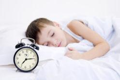 Copiii se trezesc greu? Soluții pentru dimineți zâmbitoare!