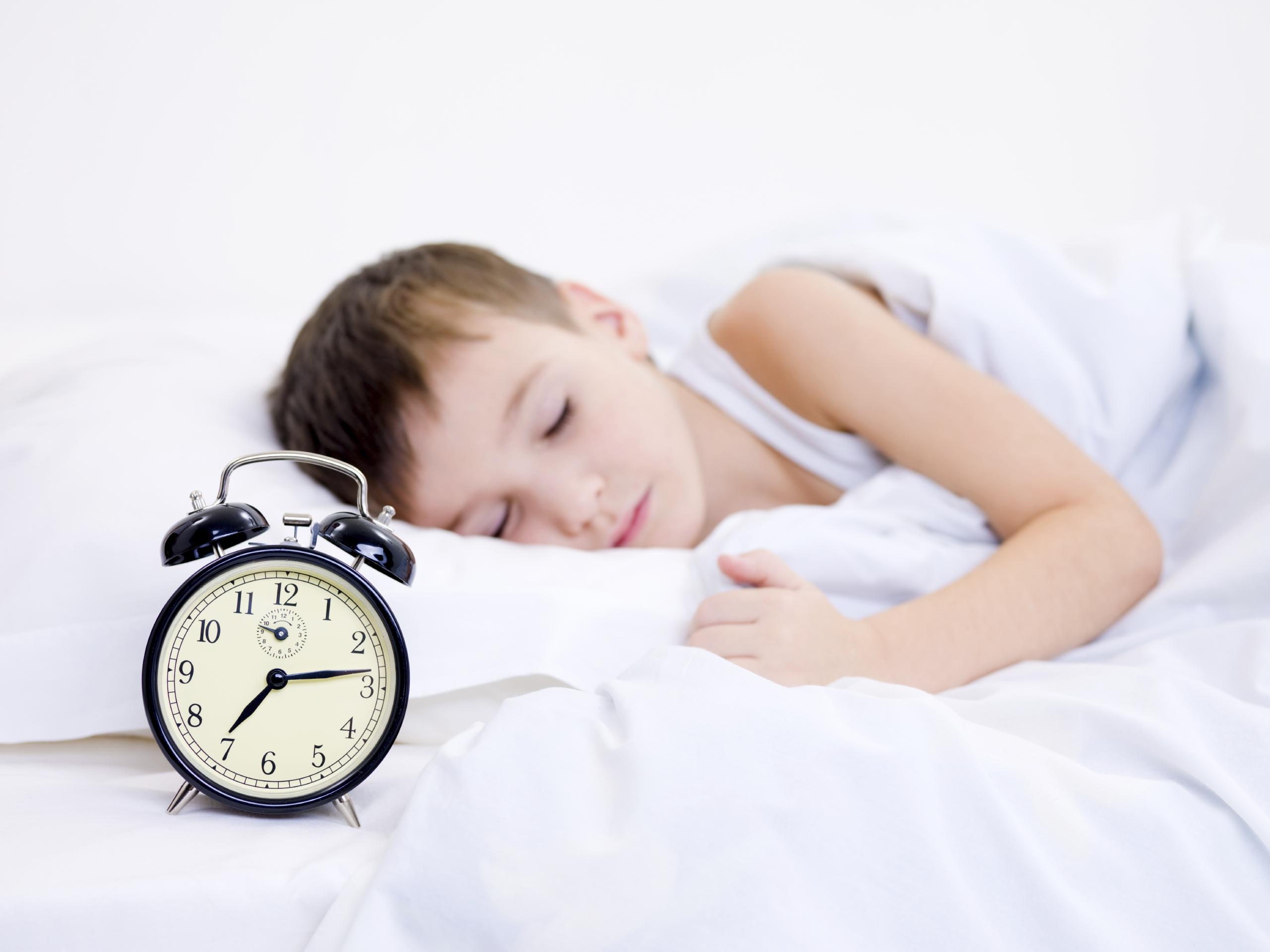 Copiii se trezesc greu? Soluţii pentru dimineţi zâmbitoare!