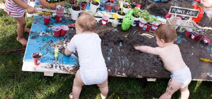 800 de familii au renuntat la incaltari pentru cel mai mare picnic in piciorusele goale